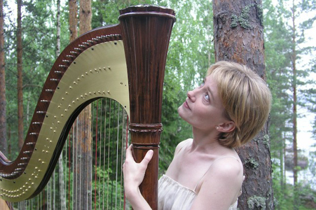 Harpisti Anni KuusimÃ?ki